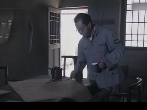士兵申请偷袭鬼子联队,不料团长一听就知道他想干嘛,严厉拒绝