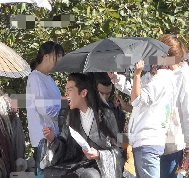 张若昀在片场生气发火?有人拍丑照,说他太恐怖了