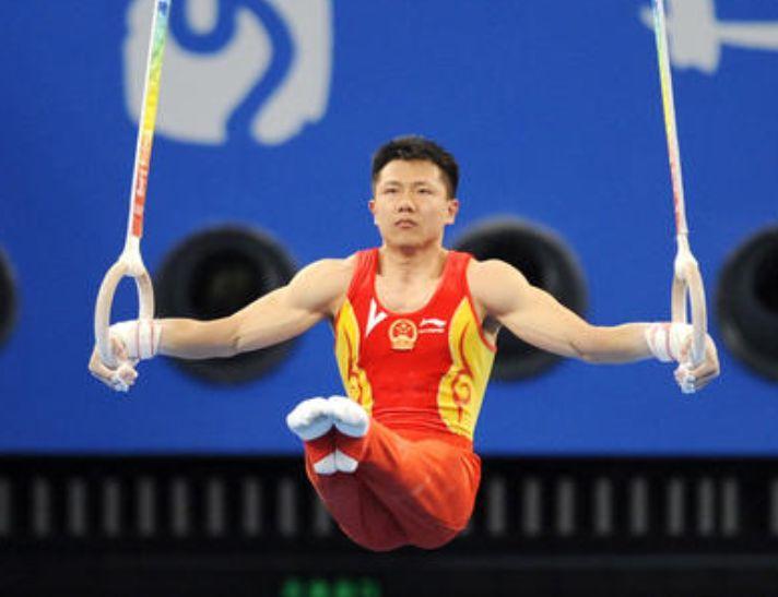 他交往过两个奥运冠军,后娶高7公分美女翻译,30岁娇妻近照曝光!