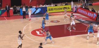 王骁辉主动握手,富兰克林友好回应,两人冰释前嫌