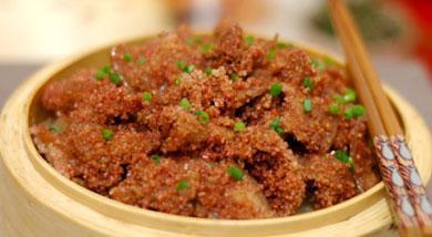 美食推荐:手撕鸡、清炒鸡丁、泡椒牛肉丝、土豆粉蒸肉
