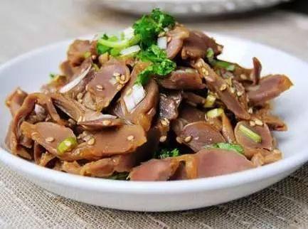 美食精选:芋头扣肉、麻油拌鸡胗、海鲜疙瘩汤、炒麻辣鸡