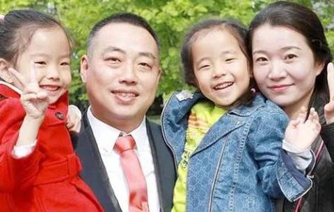 43岁刘国梁教练身价千万!9岁女儿成世界冠军,妻子很贤惠!