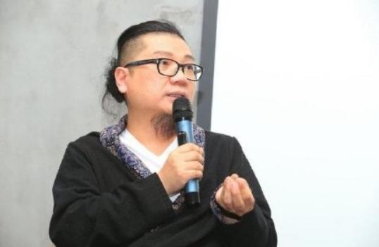 程青松公开秀恩爱,晒19岁小男友为他写的歌,两人相差33岁