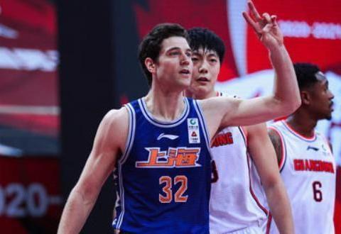 广东26分大胜,逼出29次失误杜锋太狠,70分外援也被打爆