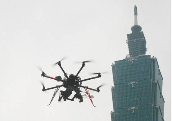 数百架民用无人机撞向大楼,网友:是程序错误了