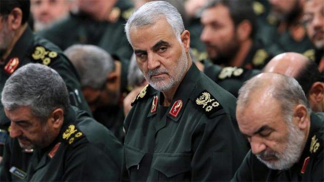 伊朗继宣布提升铀浓缩度外,又公开一处军火库,内部导弹整齐排列