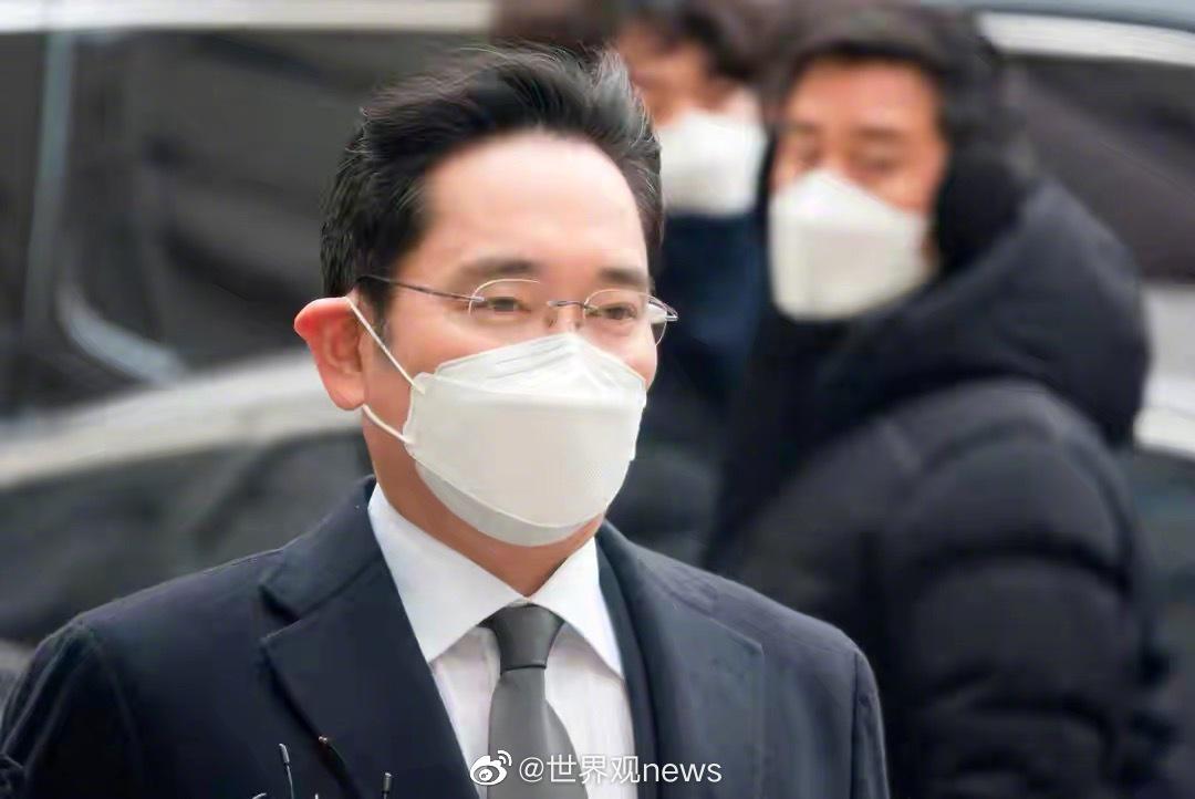 韩国三星集团少主、三星电子副会长李在镕(이재용)因在闺蜜门案……