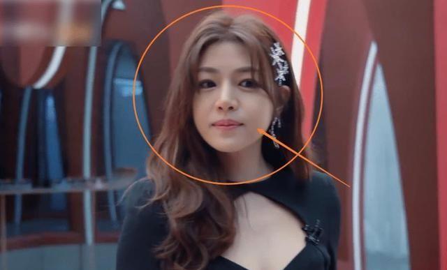 37岁的陈妍希喜欢健身,身材苗条,笑容甜美,像少女