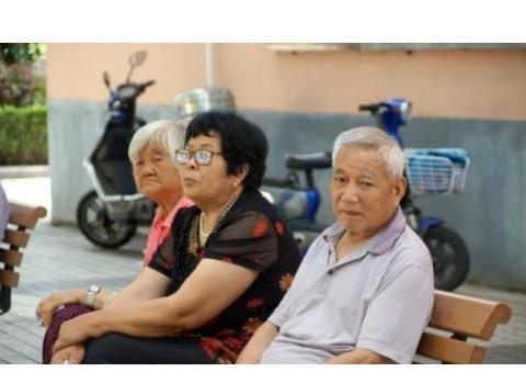 单身老年人想要在晚年的时候不孤单,最大的障碍没想到是这个因素