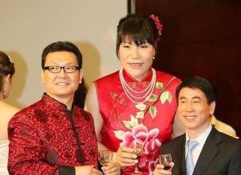 女篮功勋郑海霞现状:官至大校伤病缠身,婚后无子丈夫许久未露面