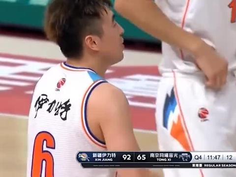 新疆仅4人上场遭对手举报,曾令旭:4个人怎么了?