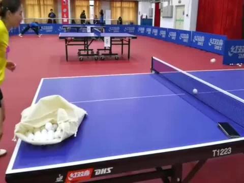 乒乓球教学:马琳给刘诗雯开小灶,传授发球技术!