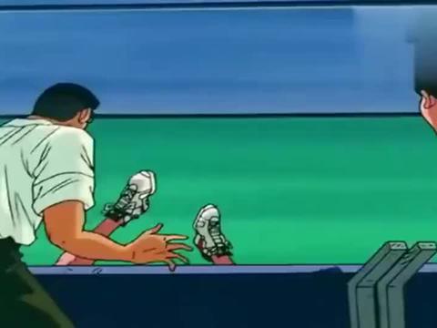 灌篮高手:樱木豁出性命救下一球,流川接力爆扣得分