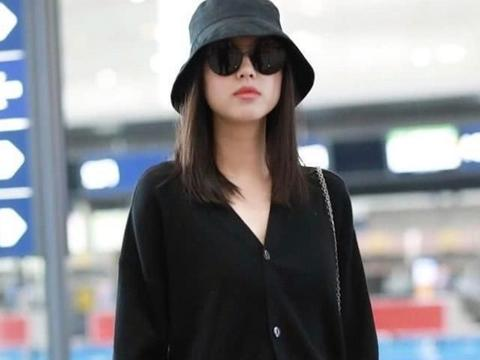 张梓琳的气质穿搭,针织衫配牛仔裤,扑面而来的高级感