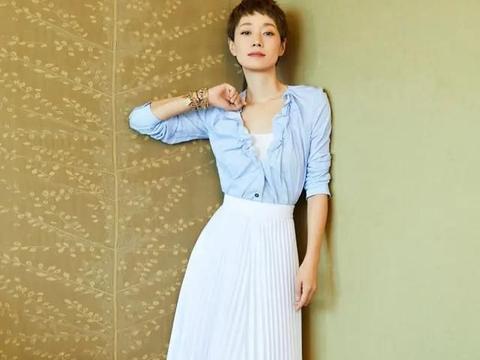 马伊琍完美蜕变,高腰半身裙搭配素色上衣,气质满满