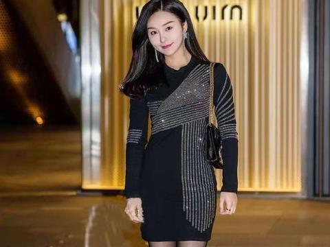 小姐姐高挑而惊艳,穿黑色的连衣短裙,非常精致