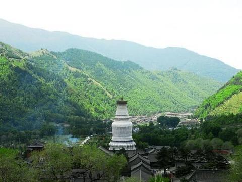 """中华十大名山之一,世界五大佛教圣地之一,被称为""""华北屋脊"""""""