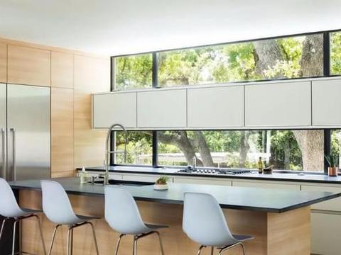 """落地窗已经""""烂大街""""了,有钱人的家里都是这样设计窗户的!"""