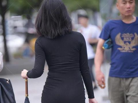 黑色裙子,舒适又简约,散发出时尚气息