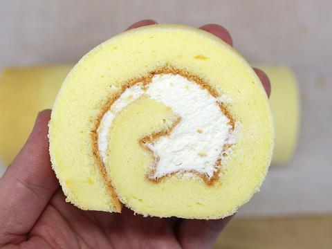 教你制作不开裂、不掉皮的蛋糕卷,你也能切出又圆又漂亮的瑞士卷