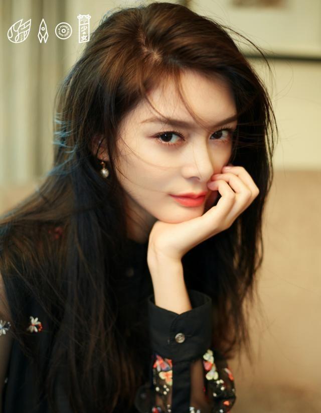 """傅菁李圣经同穿半透薄纱裙,一个少女一个性感,网友""""都是美女"""""""