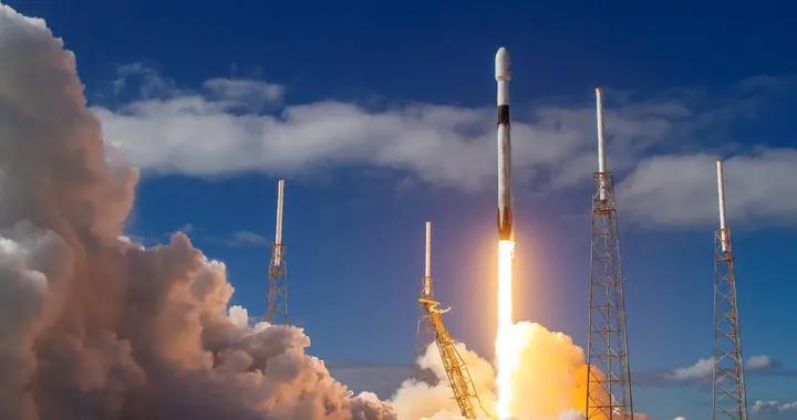 那是SpaceX的火箭,尽管看起来一点都不像