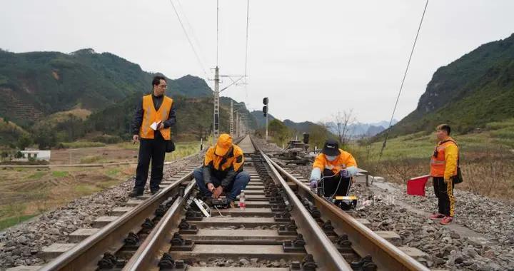 宁铁柳州工务段90后女子探伤班备战春运