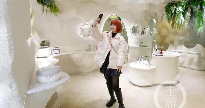 """""""网红""""女厕所好似盘丝洞 每天来此拍照市民络绎不绝"""