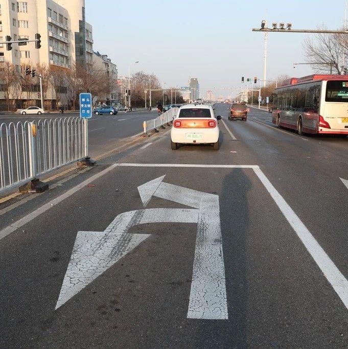 为方便车辆左转湘江道 这里增设掉头左转开口