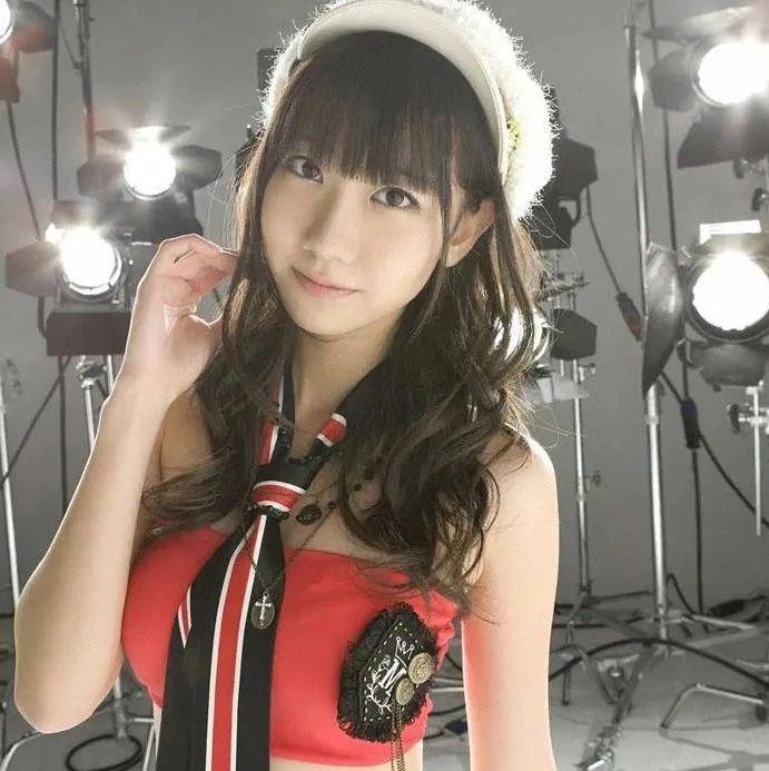 日本女星柏木由纪杂志美图太靓了!她雪肤娇嫩性感撩人