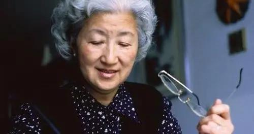 提醒中老年人:别再乱信这5种补钙食物了,吃得越多越危险