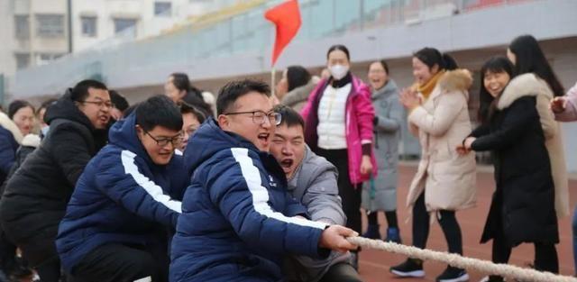 许昌市第一中学举办迎新春教职工趣味运动会