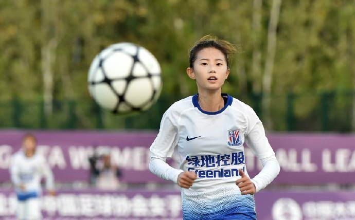 颇受关注的上海绿地申花球员熊熙选择退役……