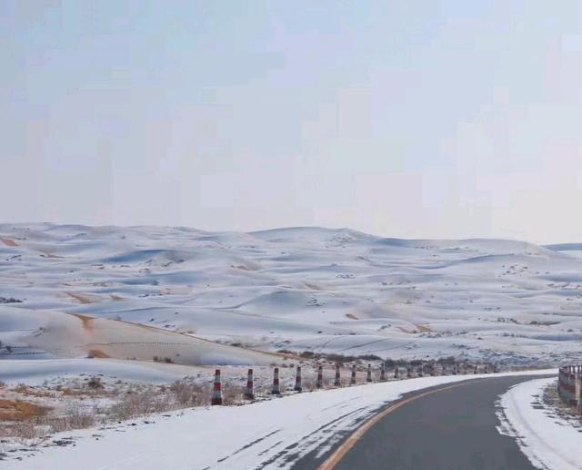 雪后腾格里沙漠越野穿越-会下雪的腾格里沙漠也太浪漫了吧!