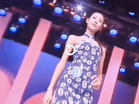 刘雯17岁参赛造型曝光,身材纤细面容稚嫩,台风稳健表现从容