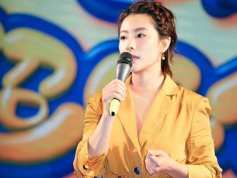 刘璇黄色西装外套配编制短发,端庄大气又舒适,不愧是体操女神