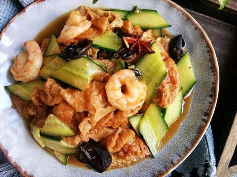 """天津菜""""虾仁独面筋"""",脆爽的大虾搭配柔软面筋,吃一口回味无穷"""