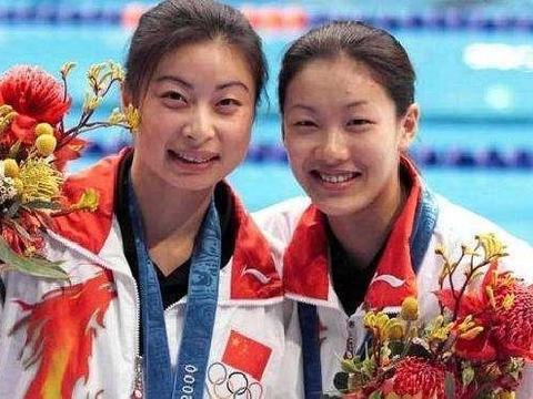 跳水冠军伏明霞,嫁大自己26岁富豪,婚后5年生3胎直言不后悔