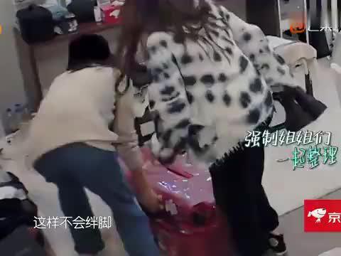 """张雨绮吃饭吃到唱歌,王霏霏""""神吐槽""""逗笑全场,这姐要发专辑?"""