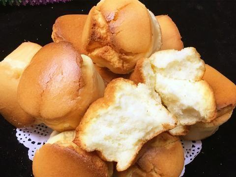 不用单独打发蛋白,这样做出来的酸奶蛋糕,松软香甜,太简单