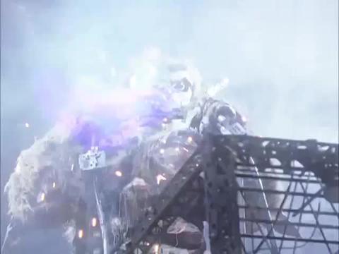 迪迦奥特曼:猩猩怪正在啃电线,胜利队赶到了,对它发动了攻击