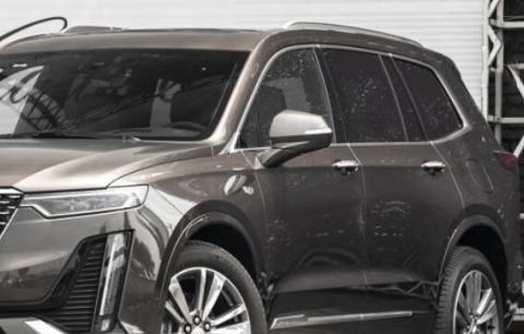 凯迪拉克性能SUV,动力2.0T配适时四驱,搭大彩色液晶屏还看啥Q7