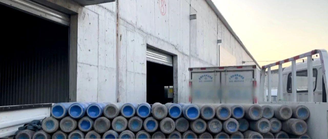 北京这家汽修厂竟然堆放了百余个气罐,幸亏民警及时发现