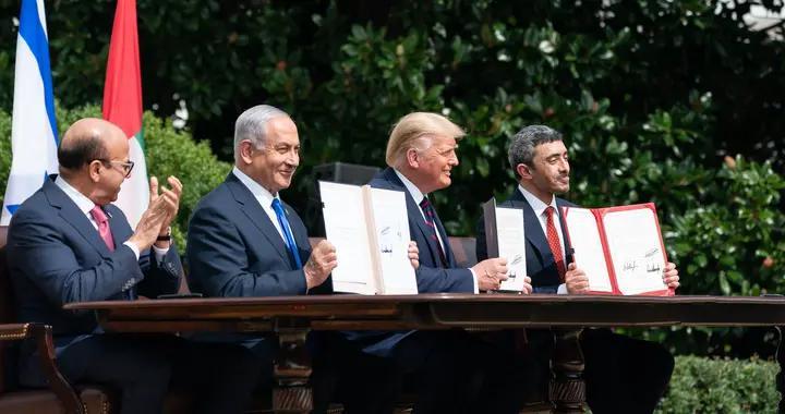 拜登突然查账,特朗普签署数十亿美元交易被冻结,中东油霸炸锅