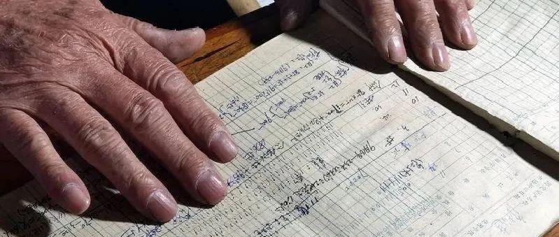 青岛81岁老人坐着轮椅走村串户去还账,背后还有这样的故事……