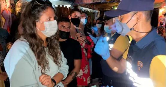 89名外国游客泰国酒吧非法聚会被捕,大多因疫情滞留