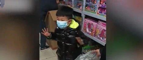 """孩子考双百收到""""豪横""""奖励!网友:慕了慕了"""