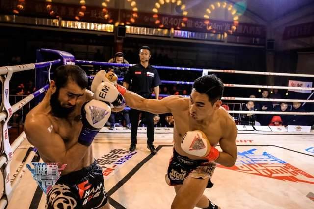 自带反甲效果打出真实伤害,中亚悍将挑战蒲东东却把自己KO了!