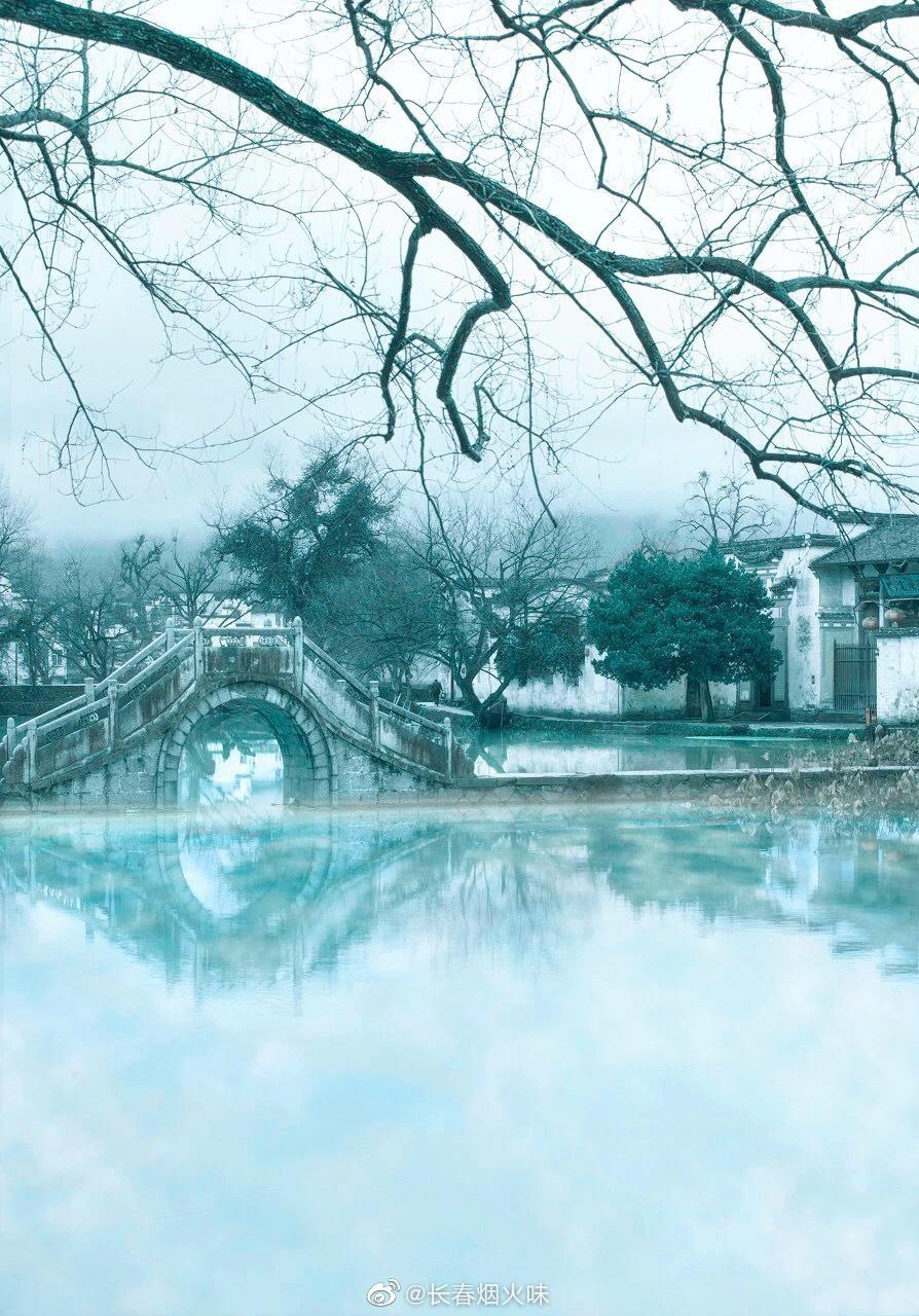 你可以去 被誉为中国画里乡村的 宏村走走 粉墙黛瓦的古楼……